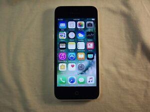 White Apple iPhone 5c GSM Unlocked 8GB model A1532                           t5o