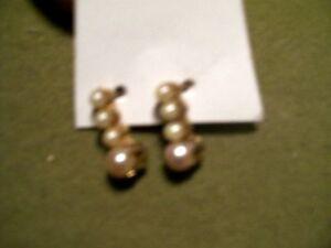 2 Pairs of Pearl Earrings