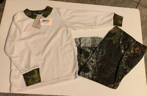 Khaki & Mossy Oak 2 PC Camo T-Shirt and Roll up Jersey Pants 4-5