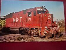 POSTCARD USA LOCOMOTIVE - M-K-T RAILROAD GP-40 NO 76 AT DENNIS 1977 MISSOURI-KAN