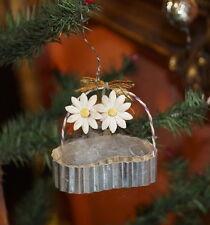 Alter Christbaumschmuck - Körbchen aus Karton mit Papierblumen (# 6339)