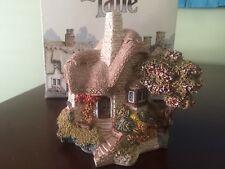 Decorative Collectibles Lilliput Lane Beehive Cottage Excellent condition