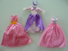 C22/ LOT DE ROBES DE PRINCESSES ROSE POUR POUPEE BARBIE DOLL MANNEQUIN - TTBE