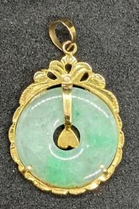 14 Kt Yellow Gold Jade Disc Pendant with Heart Center