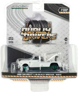 Chase 1968 CHEVROLET C-30 DUALLY WRECKER TOW TRUCK WHITE 1/64 GREENLIGHT 46070 A
