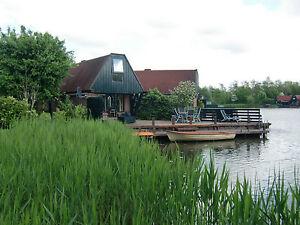 Ferienhaus mit Boot am See, am Wasser, Niedorp, Holland.