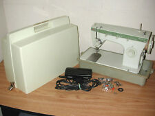 VINTAGE SINGER LIGHT GREEN FASHION MATE 252 SEWING MACHINE WITH LID AND EXTRAS
