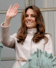 Catherine, Duchess of Cambridge UNSIGNED photo - H5915