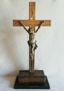Ancien Crucifix Christ en bois polychrome et croix doré fin 18ème début 19ème