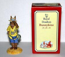 ROYAL DOULTON 1998 TOURIST BUNNYKINS DB-190, COLLECTOR'S CLUB EDITION, COC, BOX!