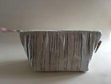 Bolsa De Maquillaje, Bolsa de cosméticos, artículos de tocador bolsa, hecho a mano en Satén Plisado De Plata