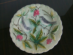 Assiette céramique,oiseaux et feuillage en relief.