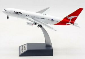 BOEING 767-238/ER QANTAS REG: VH-EAN WITH STAND - INFLIGHT 200 IF762QF1120 1/200