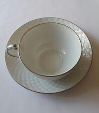 Ludwigsburger Porzellan. Tee/Kafeetasse Schuppenmuster  Platinkante.