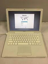 Apple Macbook 13 A1181 2.0GHz 1GB RAM 120GB HDD White OSX 10.4 MA700LL/A Z00230