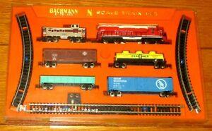 1969 Bachmann N Scale Electric Train Set  GP-40  Diesel with 5 Car Set  #4023