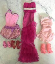 Lot Vêtements et Chaussures pour poupée BARBIE- Lot n° 31