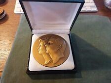 ancienne médaille - jeton en bronze roi alberté et paola