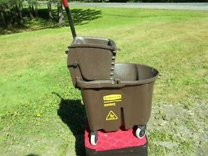 Rubbermaid Commercial 5 Gallon Mop Bucket with Wringer Rolling Cart