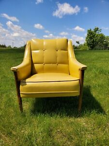VINTAGE MCM  ACCENT CHAIR YELLOW TUFTED VINYL chair