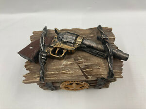 """Texas Resin Trinket Box 4"""" X 3"""" X 3"""" Lone Star With Pistol & Barbed Wire Top B18"""