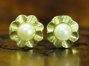 14kt 585 Yellow Gold Earrings IN Flower Shape With Akoya-Pearls Trim / 1,5g