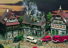 Vollmer 43728 Brennendes Haus, Bausatz, H0