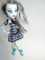 Monster High Doll Frankie Stein First Wave 2008 Belt Earrings Original Ghouls 11