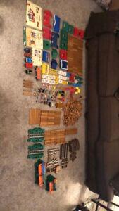 Lincoln Logs Huge 750+ Pieces Lot