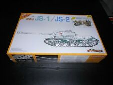 CYBER-HOBBY 9108, 1/35 JS-1 / JS-2 2 IN 1 BONUS PLASTIC MODEL KIT