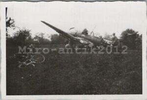 Foto, Wk2, Ju 87 Stuka nach Notlandung in Frankreich (N)50186