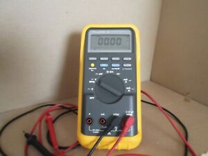 Fluke Model 88 Automotive Multi Meter Digital Volt Ohm Meter