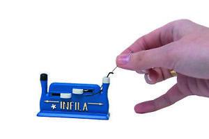 Nadeleinfädler INFILA inkl. 2 Nadeln und Schutzhülle