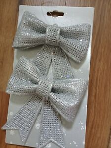 Pack of 2 glitzy silver/grey glittery hanging bows