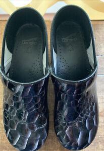 Dansko Clogs Women Size EUR 43 Black Silver Pattern Shoes Nursing Comfort US 10W