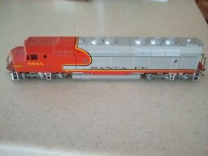 Athearn HO Santa Fe #5944 passenger FP-45 powered locomotive. Runs great.