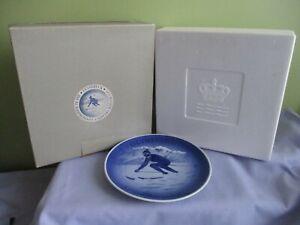 ROYAL COPENHAGEN OLYMPIADE 1976 INNSBRUK PLATE IN BOX DIMTR 18.5CM BLUE & WHITE