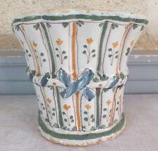 bouquetiere porte fleurs faience Nevers 18eme vase