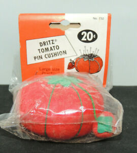 Tomato and Strawberry Pin Cushion original package (17199)