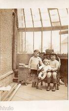 BJ127 Carte Photo vintage card RPPC Enfant famille poele feu véranda groupe