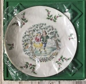 Vintage Christmas 1977 Royal Doulton Porcelain Boxed Collectors Plate As New VGC