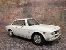 Road Signature 1/ 18 Alfa Romeo 1965 Giulia Sprint GTA in very rare White.