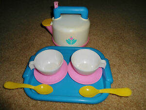 VINTAGE FISHER PRICE KITCHEN FUN PLAY FOOD DInNeRwArE KeTTle TeA TRAY DiSHES LOT