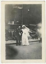 PHOTO ANCIENNE - MARIAGE UNIFORME MILITAIRE RUE - Vintage Snapshot