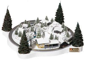 Noch 88060 Z Gauge Wreath Winter Magic 13 13/16x13 13/16in With Märklin Rails