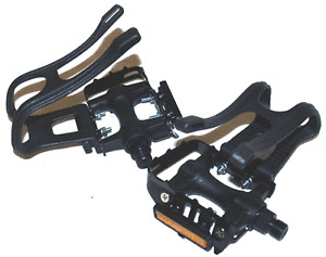 Bear Trap Pedals Black 9/16 Pedals With Toe Clips NEW!