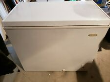 Holiday 7-cu ft Manual Defrost Chest Freezer White - Model LCM070LC
