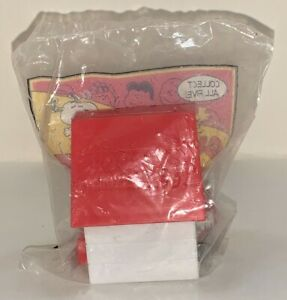 1998 Wendy's Kids Meal Snoopy And The Peanuts Gang Doghouse Toy