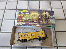 athearn Chicago And Northwestern bay window caboose car Ho scale /
