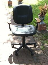 POLO GREEN LEATHER WITH  WOODEN  ARMRESTS /Leather Executive Swivel Office Chair